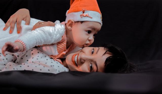 Bebek için anne ile cilt teması