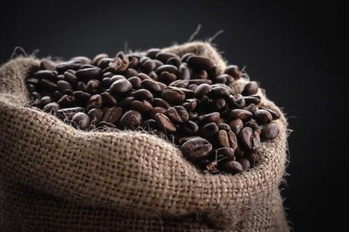 Yeni Çalışma Kahveyi Destekliyor ve Kafein Böbrek Taşları Riskini Azaltabiliyor