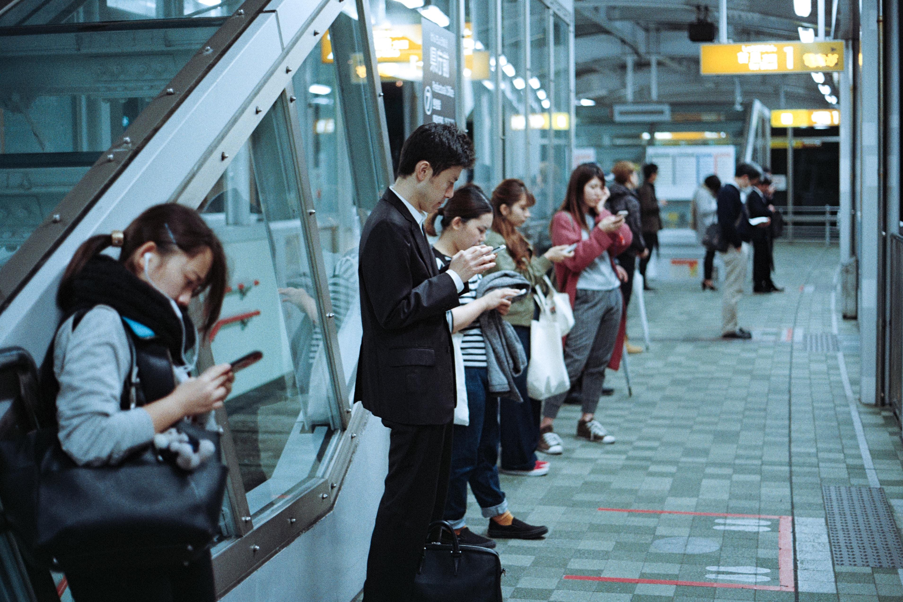 Cep Telefonlarını Uzun Süre Kullanmak Baş Ve Boyun Sağlığımızı Nasıl Etkiler?
