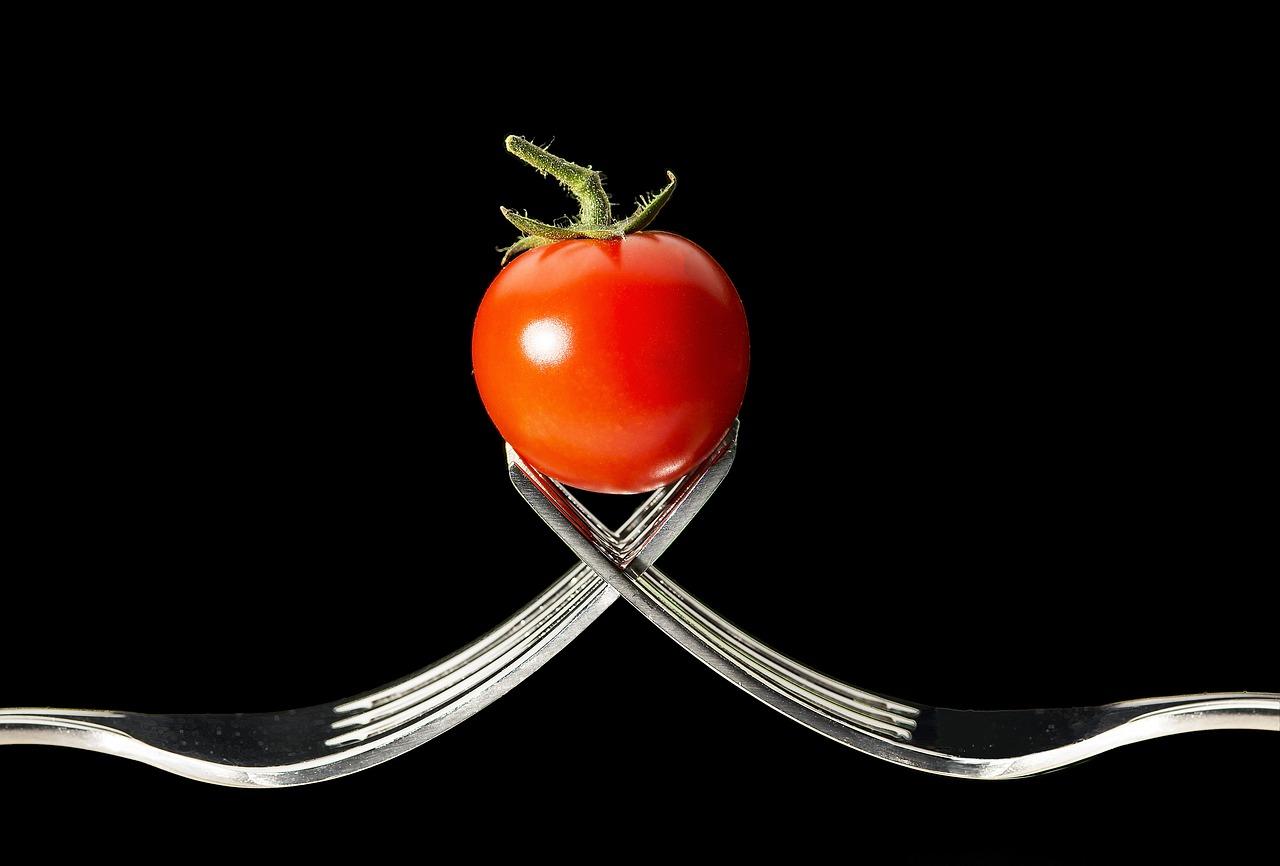 Demirden Açısından Zengin Gıdalar Domatesin Yararını Azaltabilir